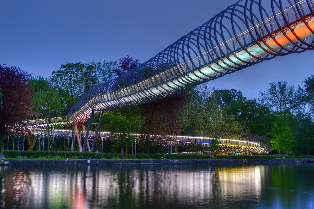 Slinky Springs to Fame (Rehberger-Brücke)